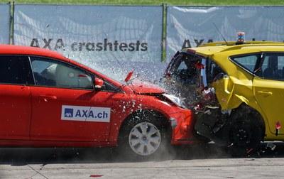crash test collision 60 km h distraction 163016